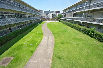 courtyard202107.jpg